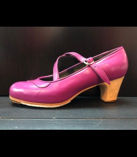 Professional flamenco shoes in mulberry color Dos Correas Gallardo